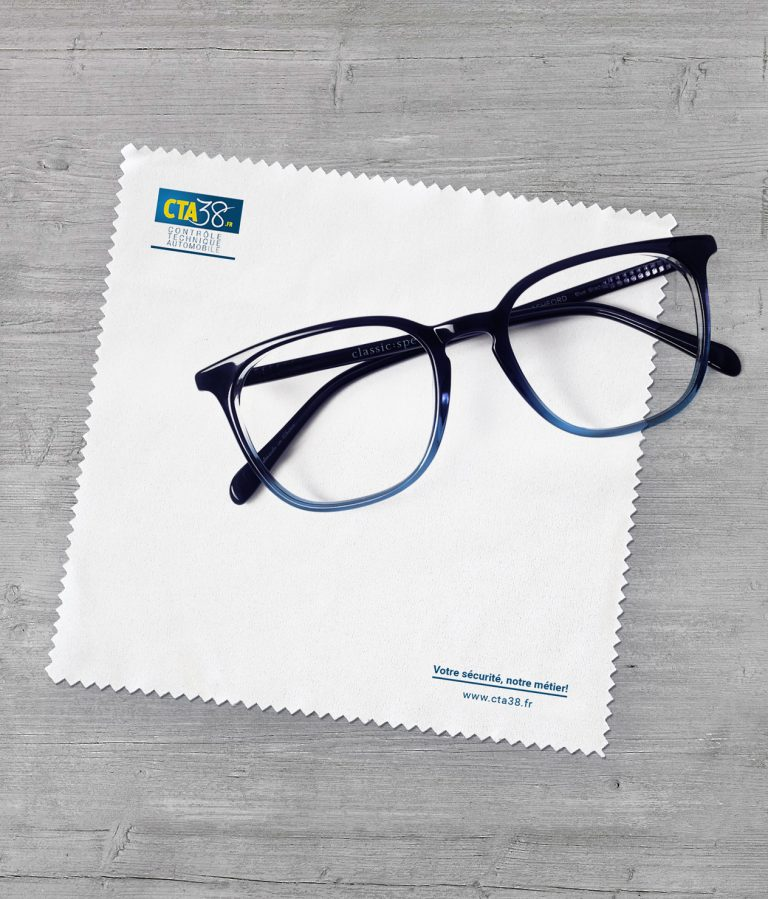 showcase-wipes-eyeglasses2